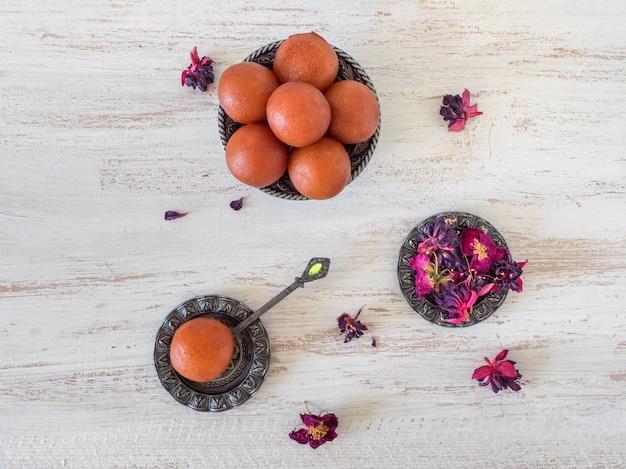 Tradycyjny indyjski słodki gulab jamun, widok z góry