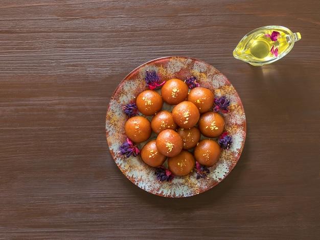 Tradycyjny indyjski słodki gulab jamun
