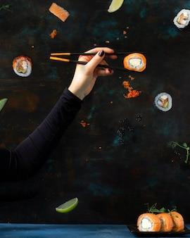 Tradycyjny japoński japońskie jedzenie sushi