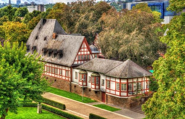 Tradycyjny niemiecki dom z muru pruskiego w koblencji