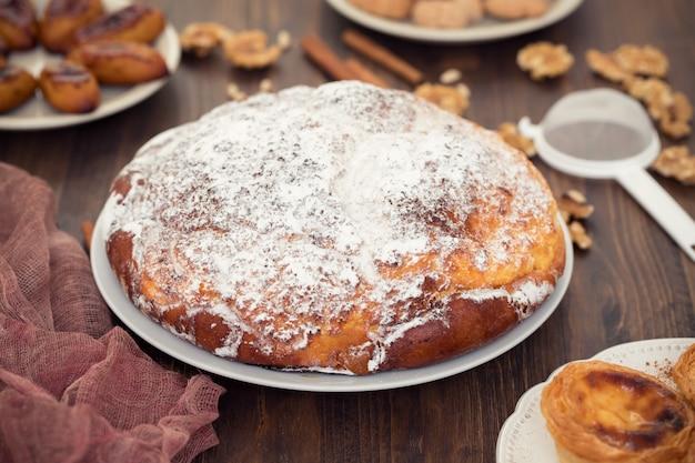 Tradycyjny portugalski chleb pao de deus