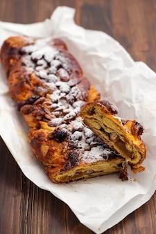 Tradycyjny portugalski placek świąteczny bolo de rainha