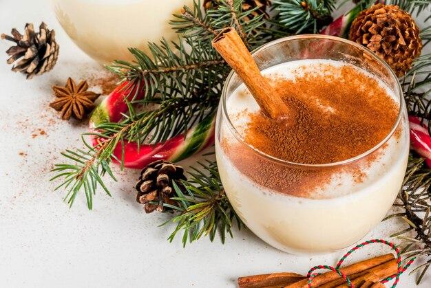 Tradycyjny świąteczny ajerkoniak