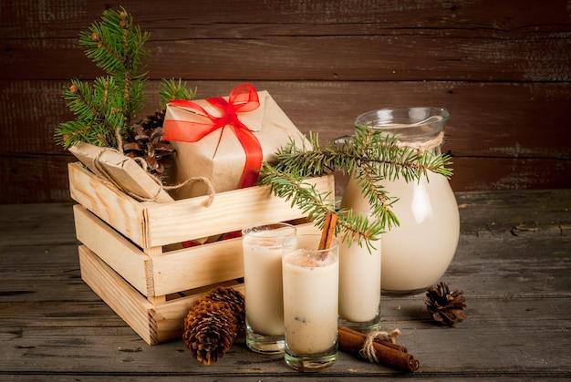 Tradycyjny świąteczny koktajl. irish cream, cola de mono