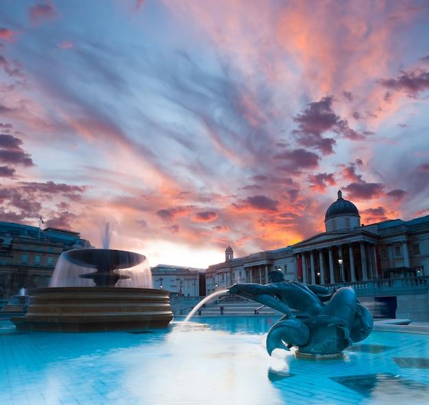 Trafalgar square o zachodzie słońca