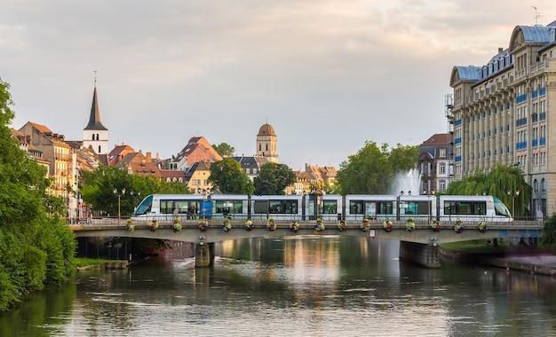 Tramwaj na stacji gallia w strasburgu