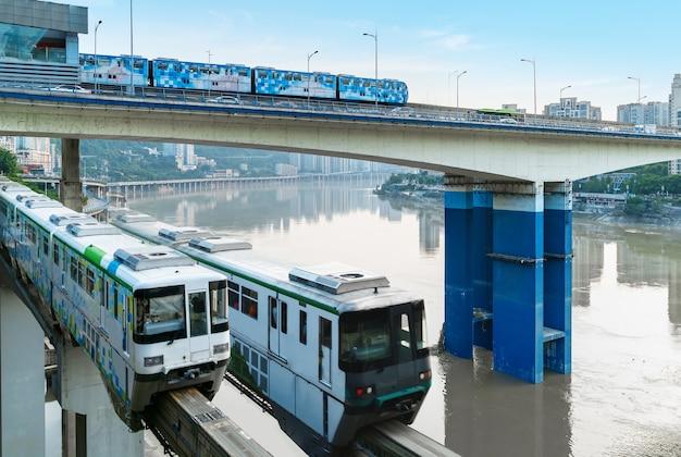 Tramwaj w mieście chongqing w chinach