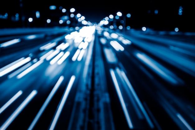 Trasa świetlna na ulicy miejskiej