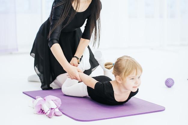 Trener tańca, dzieci, rozciąganie, choreografia