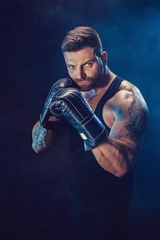Trening boksera sportowca do swoich ruchów