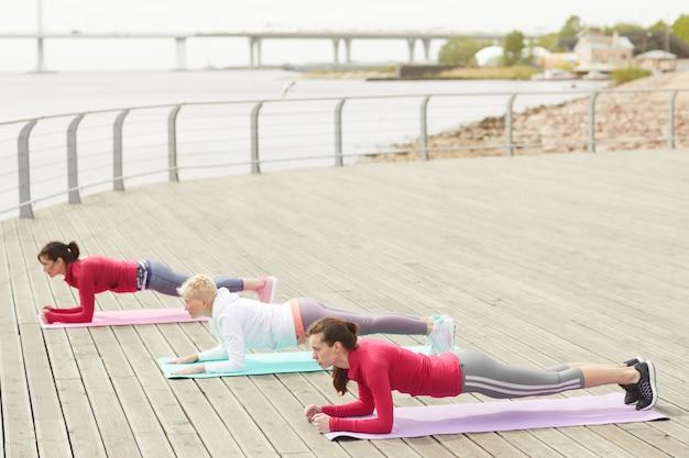 Trening fitness na molo