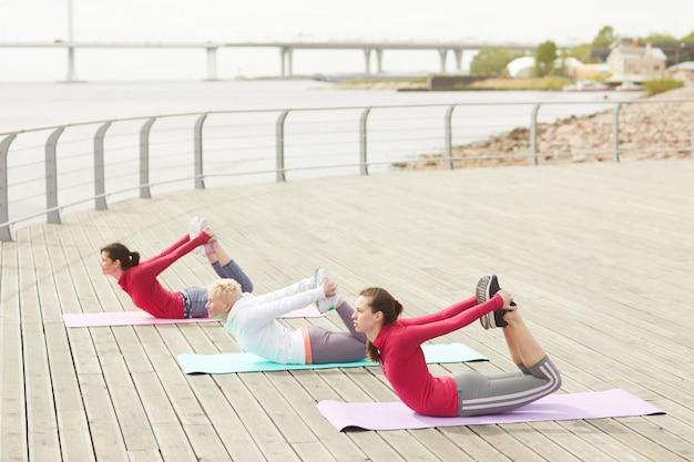 Trening fitness na świeżym powietrzu