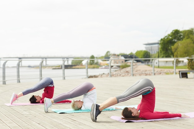Trening jogi na molo