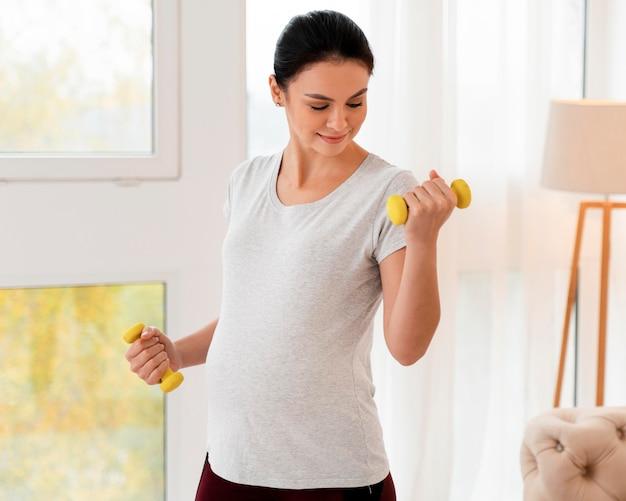 Trening kobiet w ciąży z ciężarami