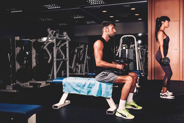 Trening para w siłowni
