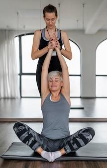 Trening z pozycją lotosu osobistego trenera