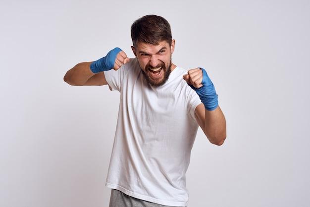 Trenuje męski bokser