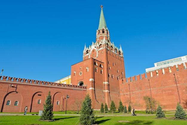 Troitskaya tower lub trinity tower of moscow kremlin, rosja