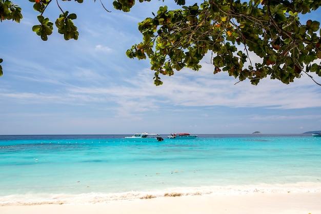 Tropikalna plaża, wyspy similan, morze andamańskie, tajlandia