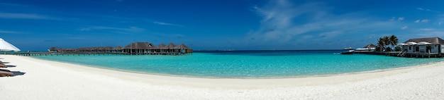 Tropikalna rajska plaża z białym piaskiem, madives.
