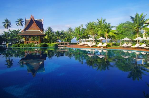 Tropikalny basen w tajlandii