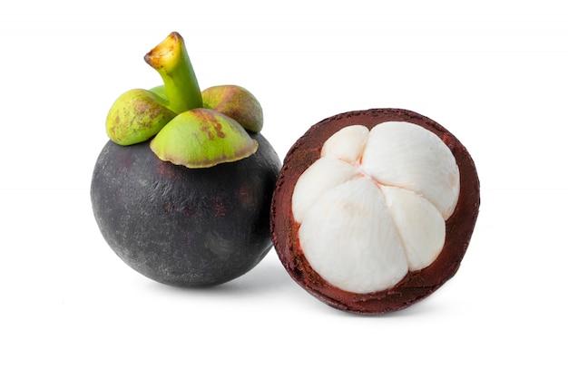 Tropikalny owocowy mangostan odizolowywa na białym tle
