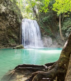 Tropikalny wodospad erawan