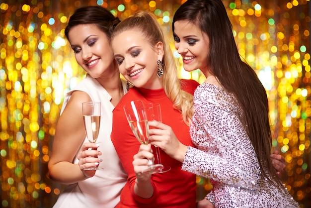 Trzech najlepszych przyjaciół dobrze się bawi