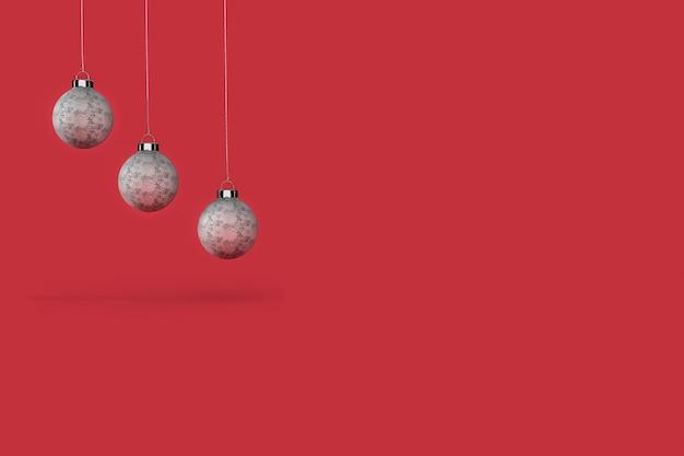 Trzy bombki z czerwonym tłem tapety. wesołych świąt bożego narodzenia koncepcja