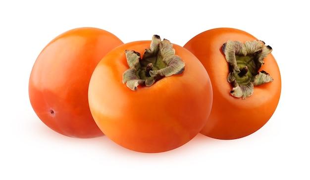 Trzy całe owoce persimmon na białym tle