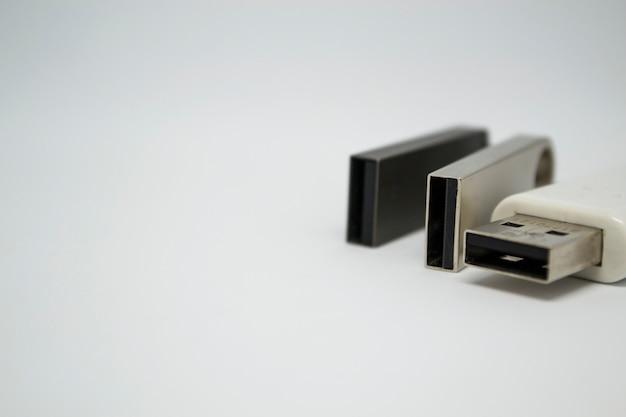 Trzy Karty Flash Na Białym Tle Inny Projekt Karty Flash Premium Zdjęcia