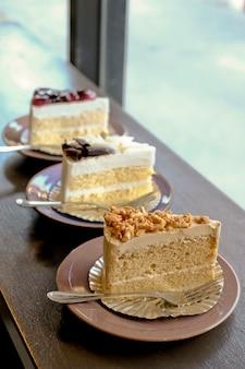 Trzy kawałki ciasta