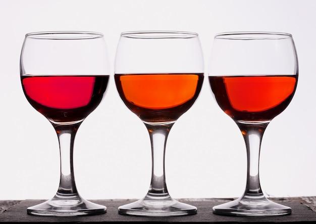 Trzy kieliszki wina