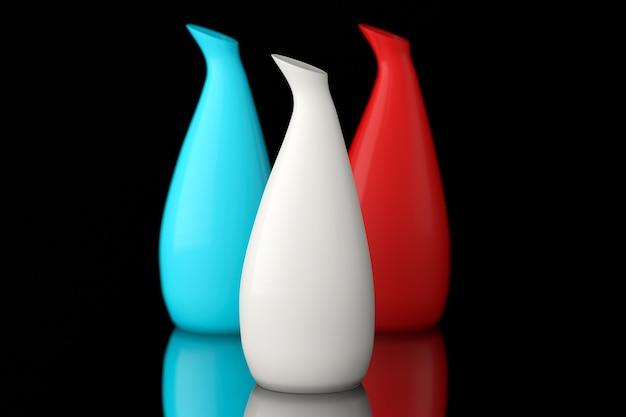 Trzy kolorowe wazony ceramiczne na czarnym tle