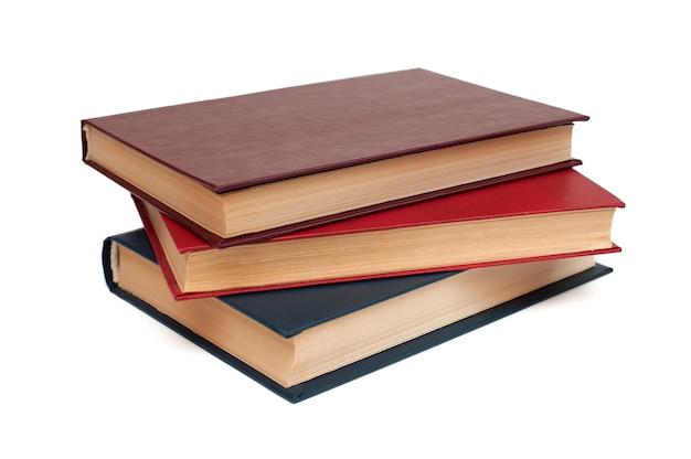 Trzy książki w twardej oprawie leżą na białym tle