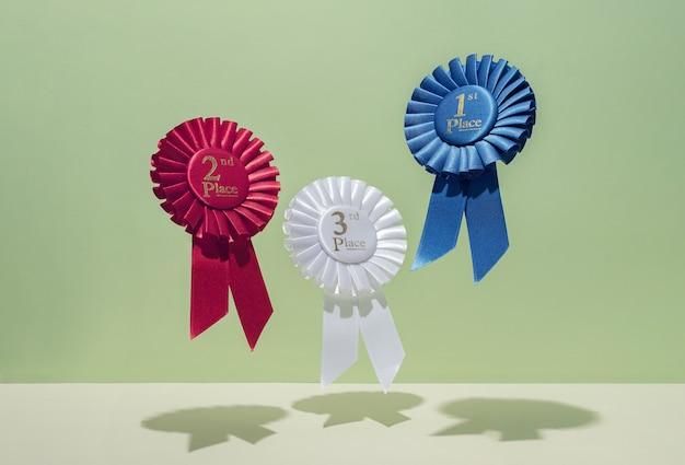 Trzy nagrody dla zwycięzców za sukces i zwycięstwo w lewitacji. współczesna koncepcja twórcza.