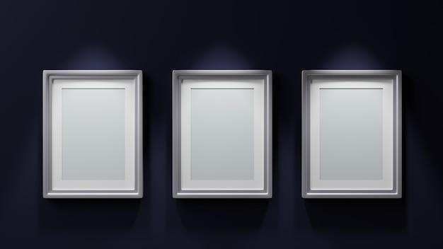 Trzy obrazy ze srebrnymi ramkami na niebieskim tle renderowania 3d
