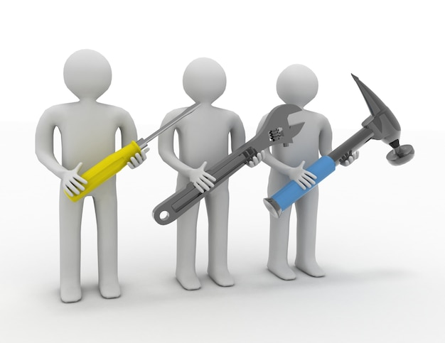 Trzy osoby z narzędziami w rękach.