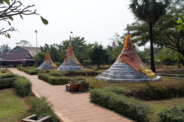 Trzy pagody pass lub dan chedi sam ong w tajlandii.