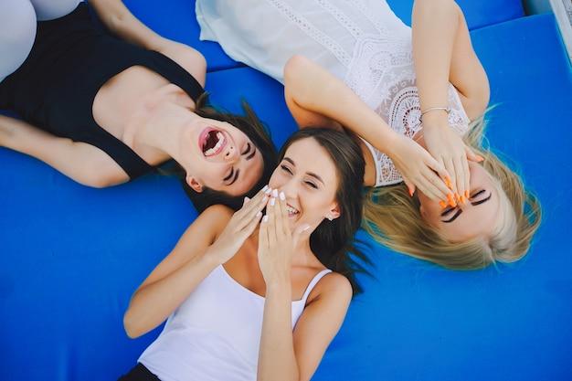 Trzy piękne dziewczyny