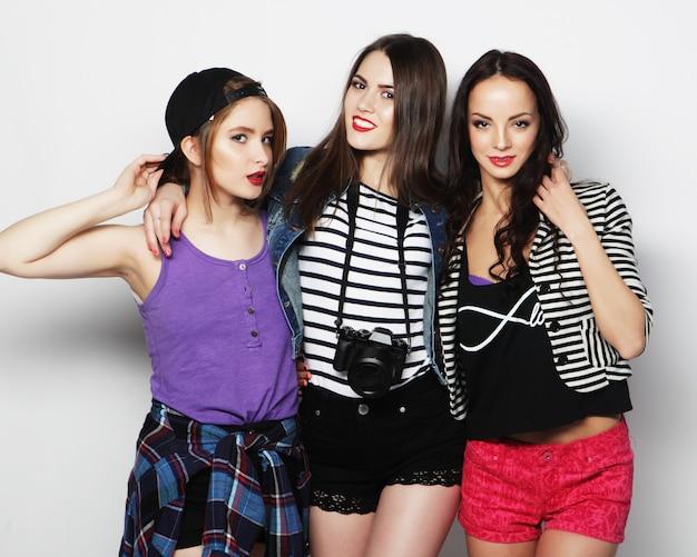 Trzy stylowe seksowne hipster dziewczyny najlepszych przyjaciół.