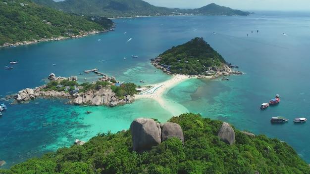 Trzy wyspy połączone piaszczystym brzegiem niebiańskie miejsce tajlandia