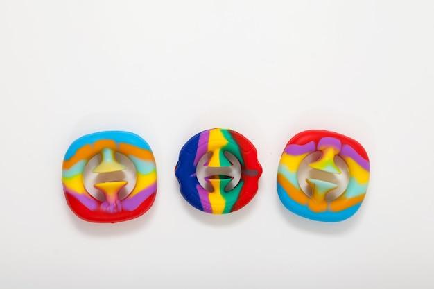 Trzy zabawki dla dzieci, które rozwijają zdolności motoryczne modne silikonowe zabawki snapperz