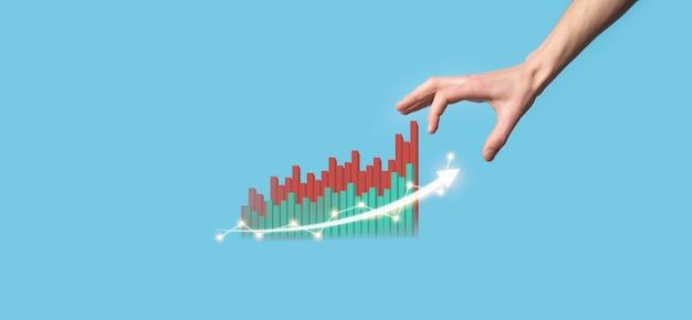 Trzymaj rękę rysunek na ekranie rośnie wykres, strzałka ikony pozytywnego wzrostu. wskazując na wykresie twórczego biznesu ze strzałkami w górę. finansowe, koncepcja wzrostu gospodarczego.
