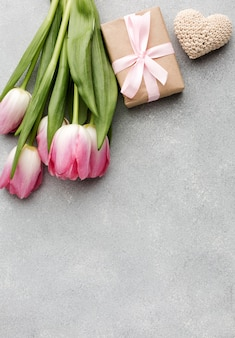 Tulipany i prezent