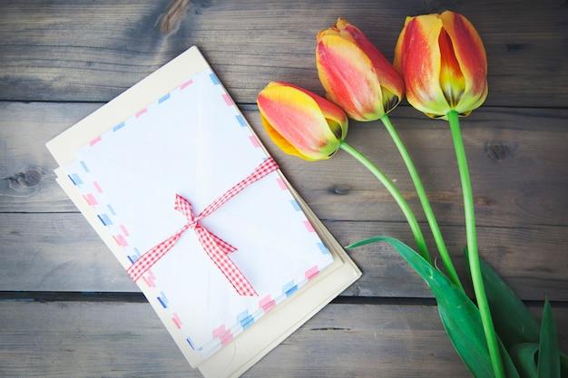 Tulipany, kawa i list