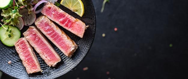 Tuńczyk grill owoce morza smażone ryby z grilla grillowane zdrowe odżywianie posiłek przekąska dieta pescetariańska