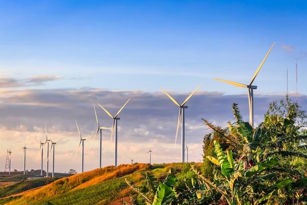 Turbina wiatrowa do produkcji elektrycznej w khao kor, petchaboon, tajlandia