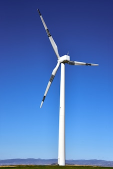 Turbiny wiatrowe do produkcji energii elektrycznej, prowincja saragossa, aragonia, hiszpania