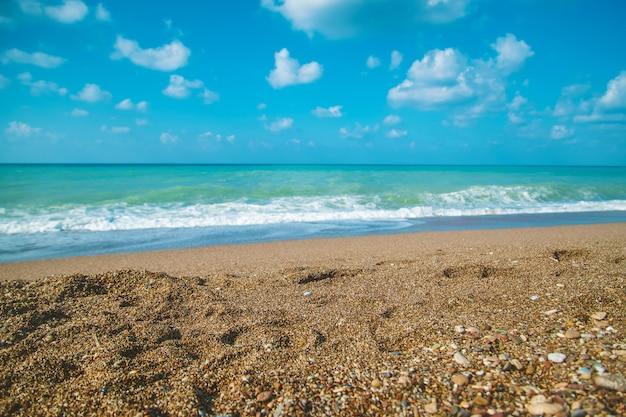 Turcja słoneczny letni dzień nad morzem śródziemnym. selektywne skupienie.